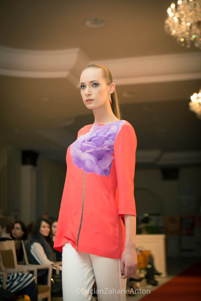 prezentare-escada-primavara-vara-2013-romanita-iovan-the-woman-conferinta-de-business-feminin-la-cluj-12-of-63