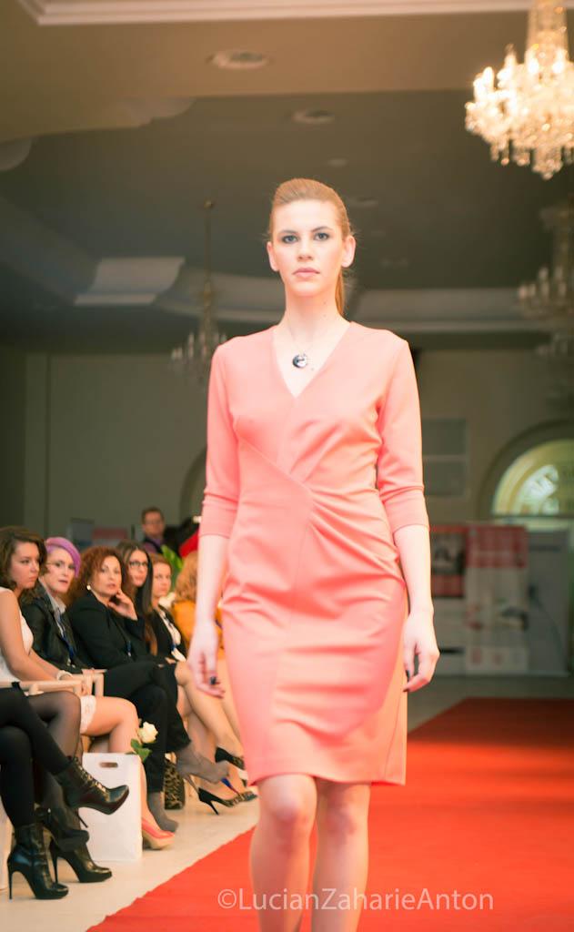 prezentare-escada-primavara-vara-2013-romanita-iovan-the-woman-conferinta-de-business-feminin-la-cluj-33-of-63