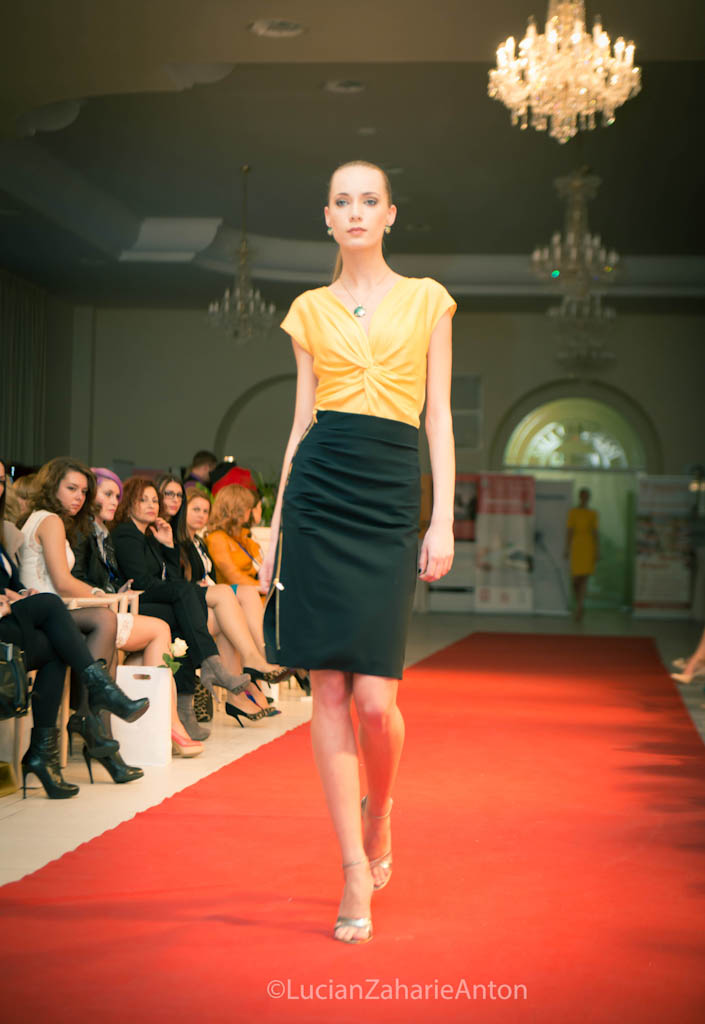 prezentare-escada-primavara-vara-2013-romanita-iovan-the-woman-conferinta-de-business-feminin-la-cluj-38-of-63