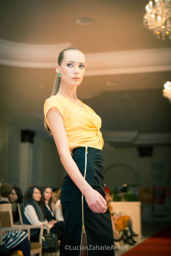 prezentare-escada-primavara-vara-2013-romanita-iovan-the-woman-conferinta-de-business-feminin-la-cluj-39-of-63