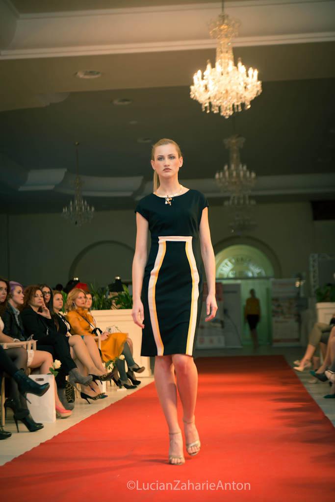 prezentare-escada-primavara-vara-2013-romanita-iovan-the-woman-conferinta-de-business-feminin-la-cluj-42-of-63